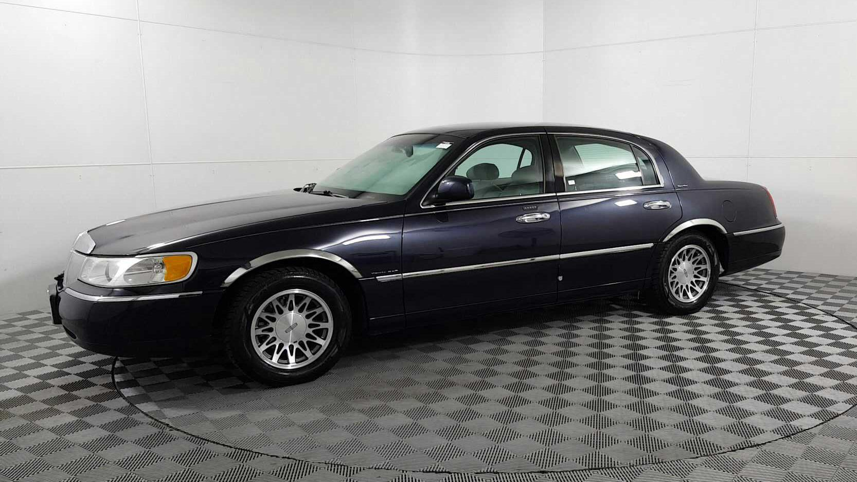 Used 2000 Lincoln Town Car Signature In Des Plaines