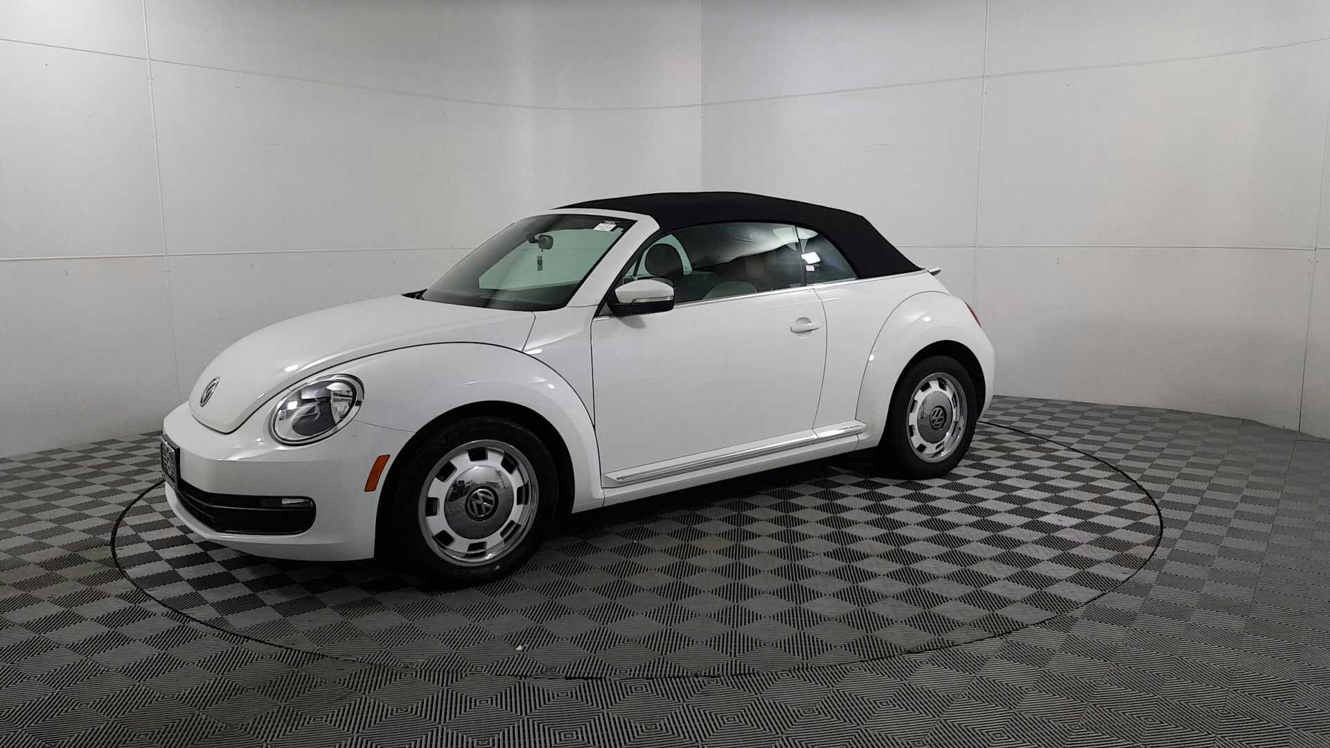 519365025f6ed4 Sold 2015 Volkswagen Beetle 1.8T Classic in Des Plaines