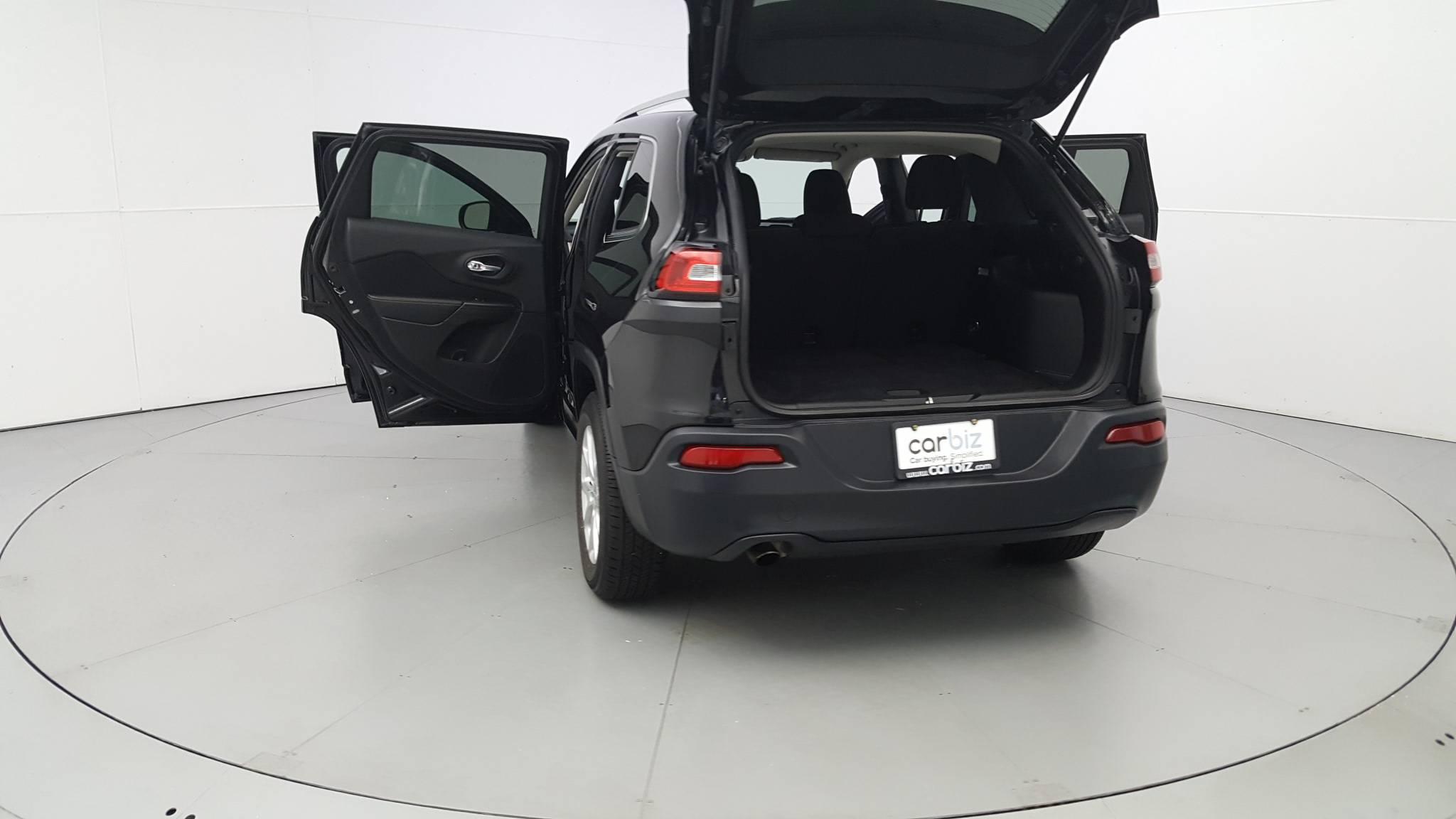 Pre-Owned 2016 Jeep Cherokee Latitude