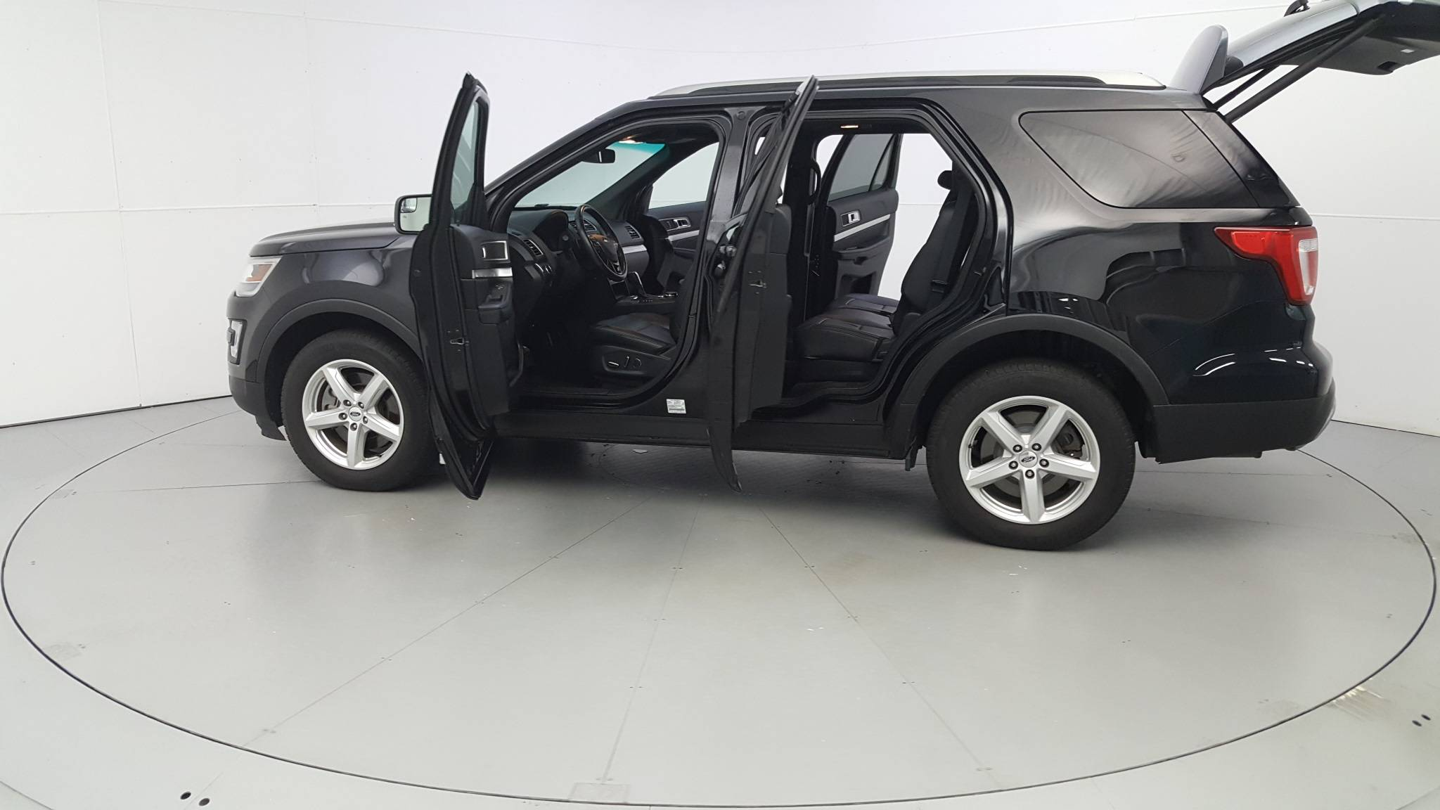 Pre-Owned 2016 Ford Explorer XLT