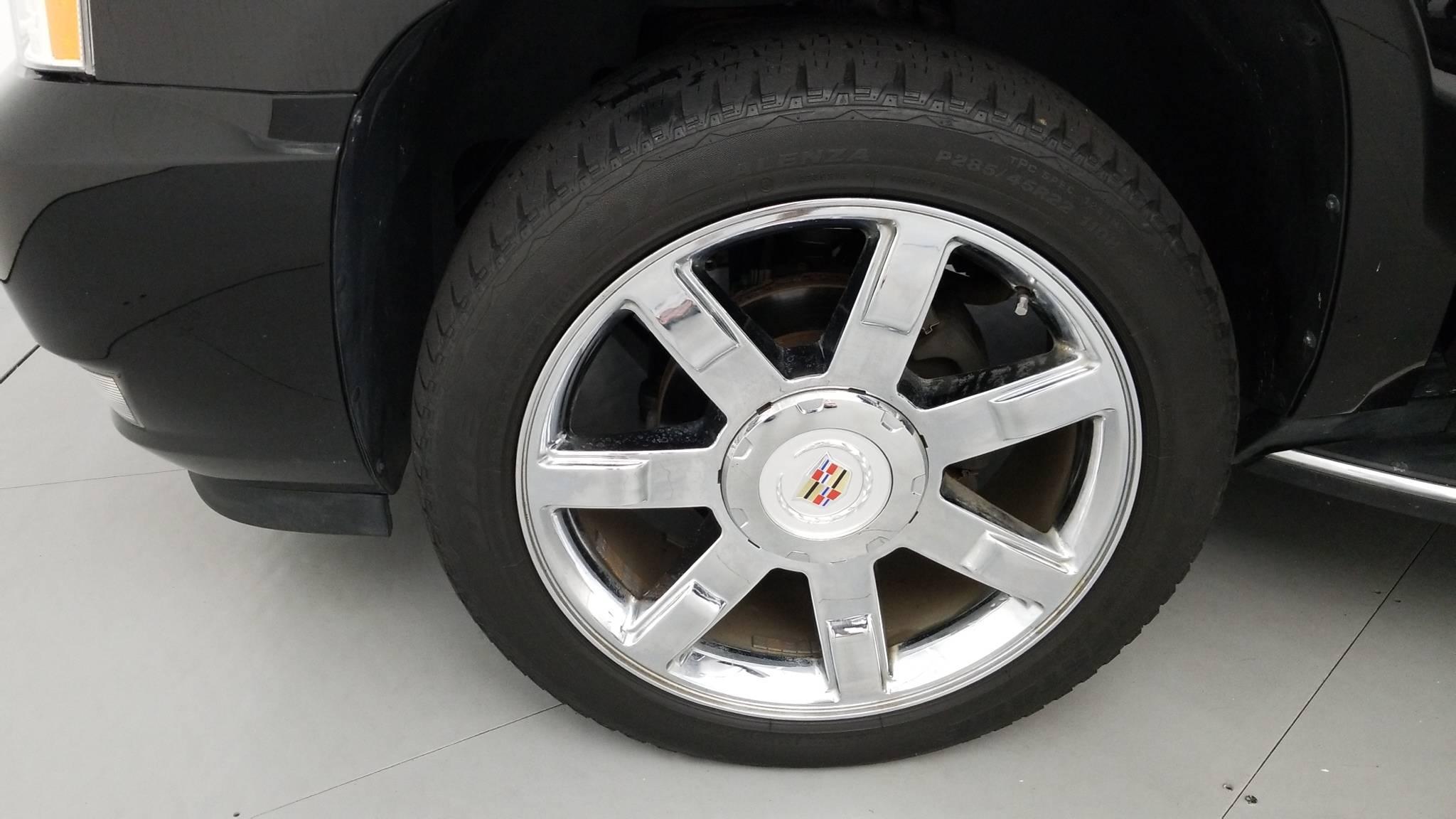 Pre-Owned 2013 Cadillac Escalade Luxury
