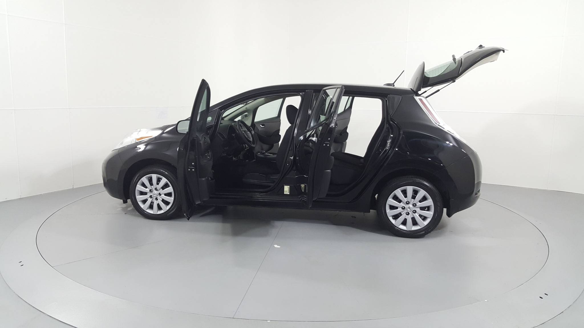 Pre-Owned 2016 Nissan LEAF S