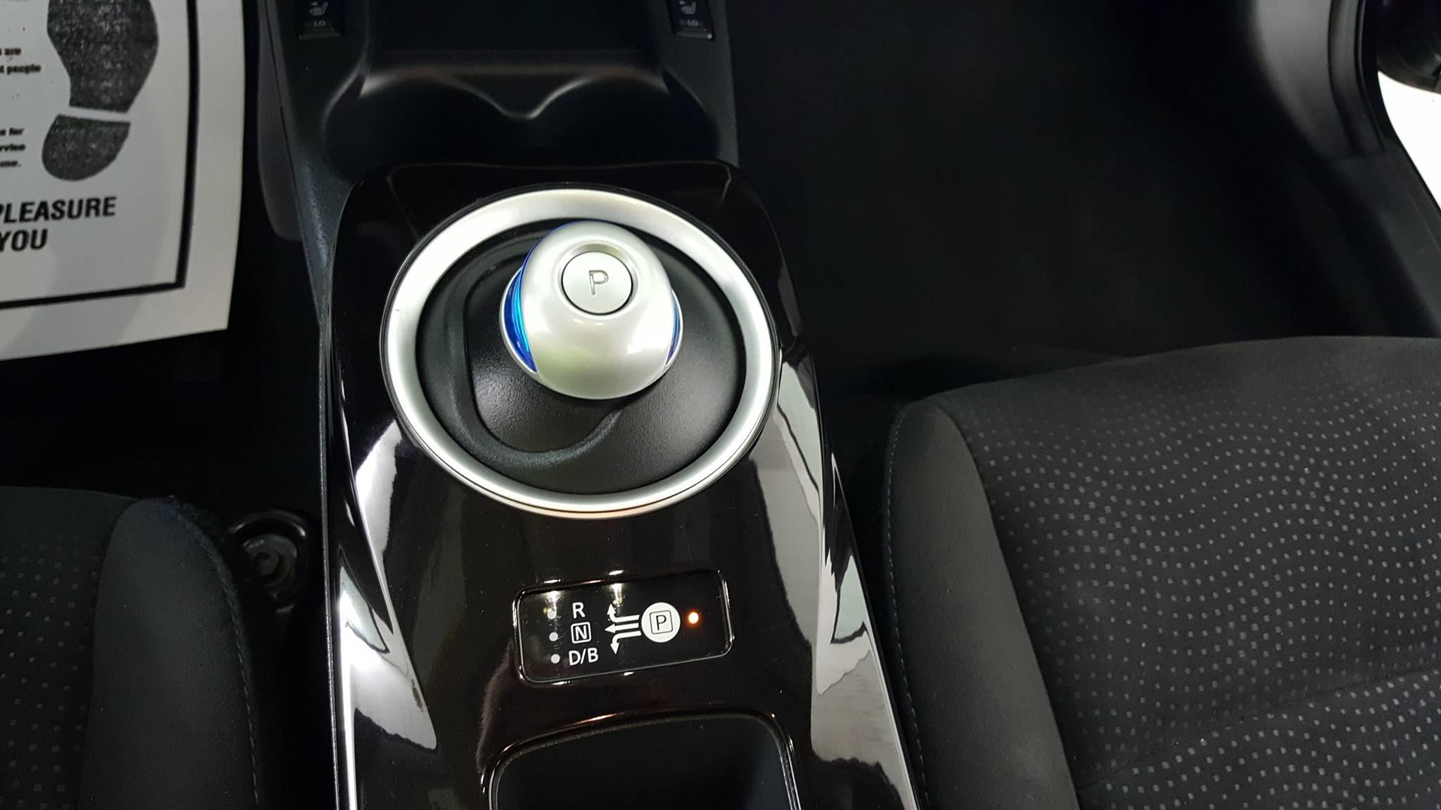 Pre-Owned 2013 Nissan LEAF SV