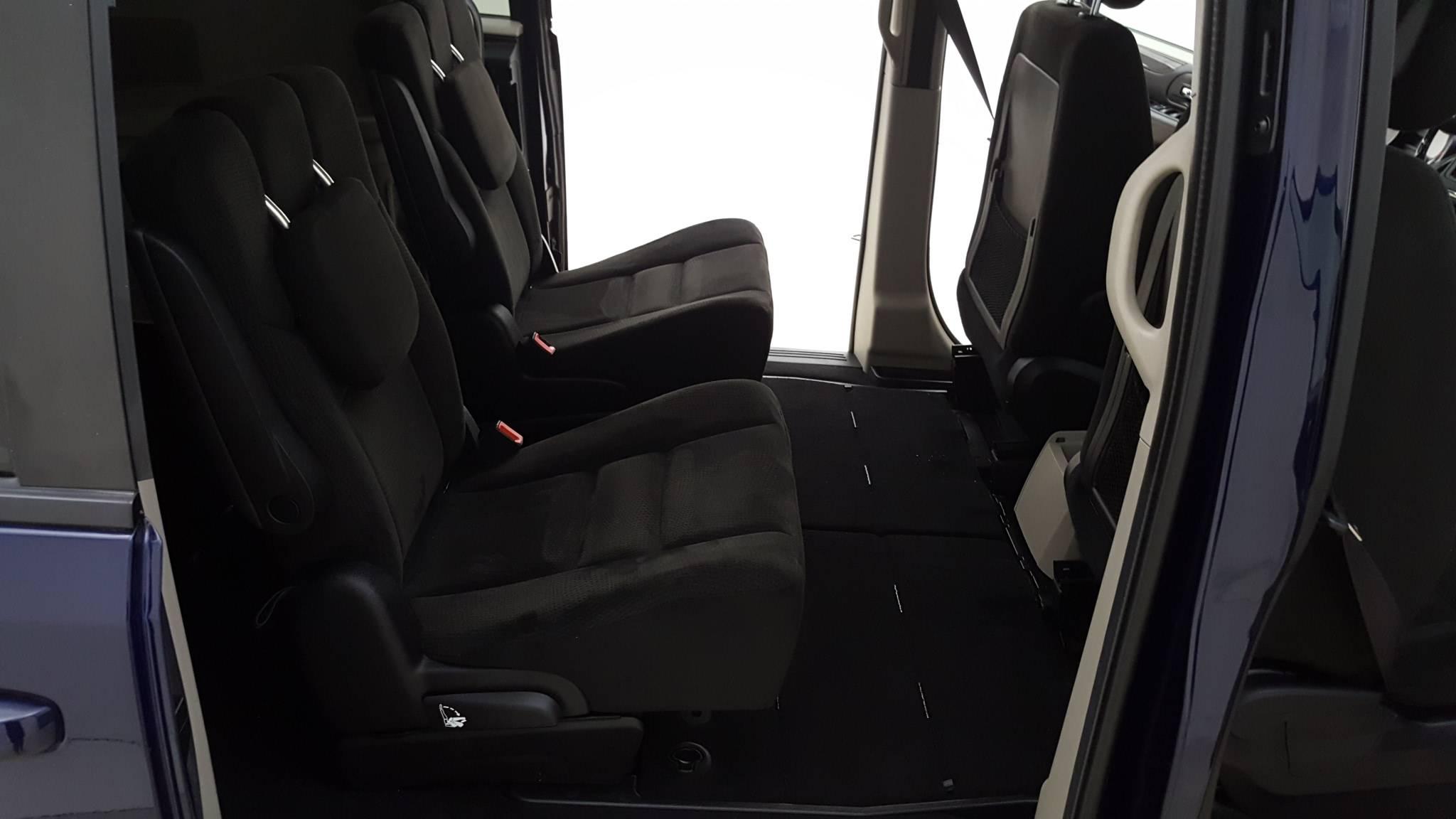 Pre-Owned 2015 Dodge Grand Caravan SE