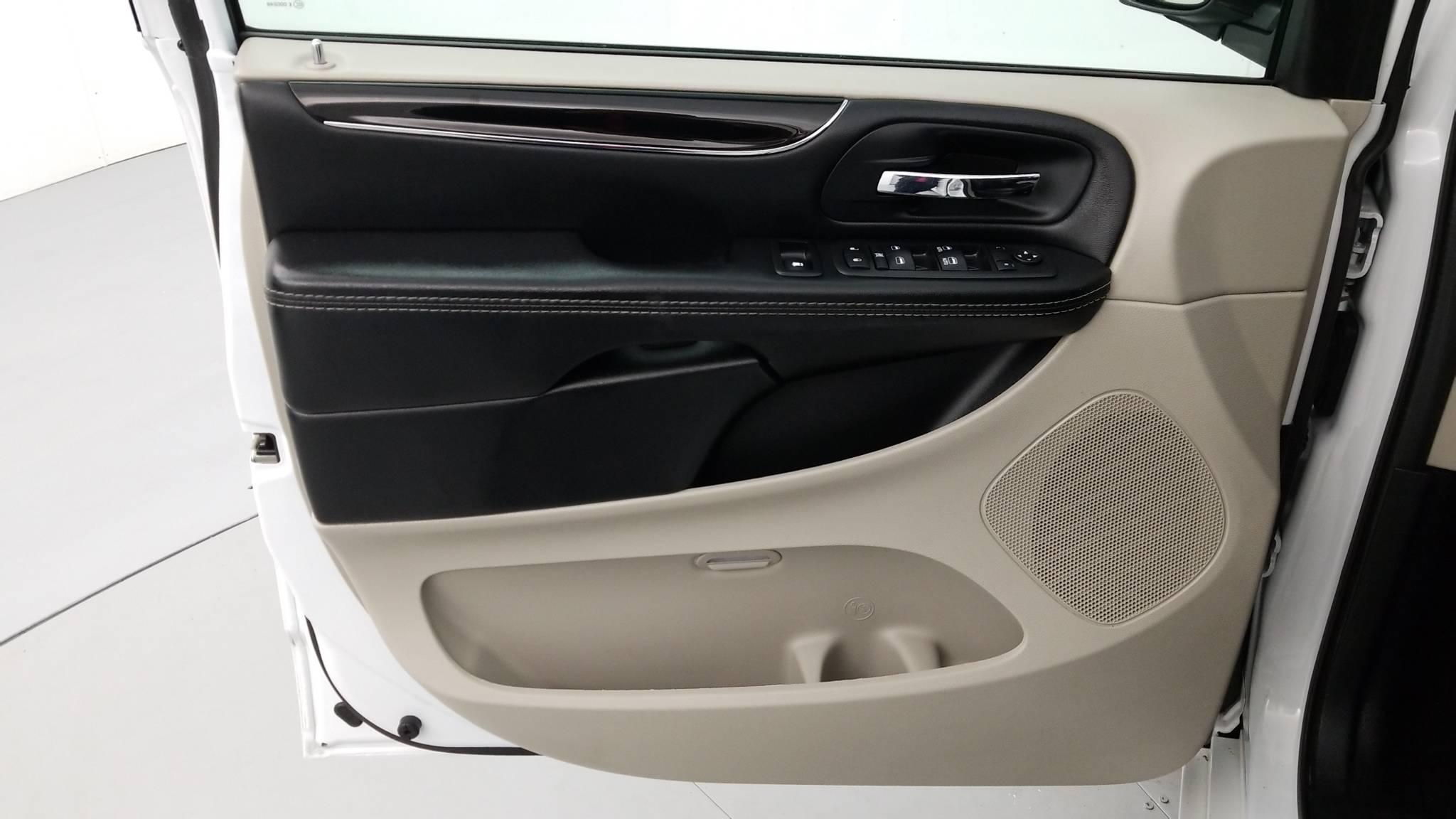Pre-Owned 2017 Dodge Grand Caravan SXT