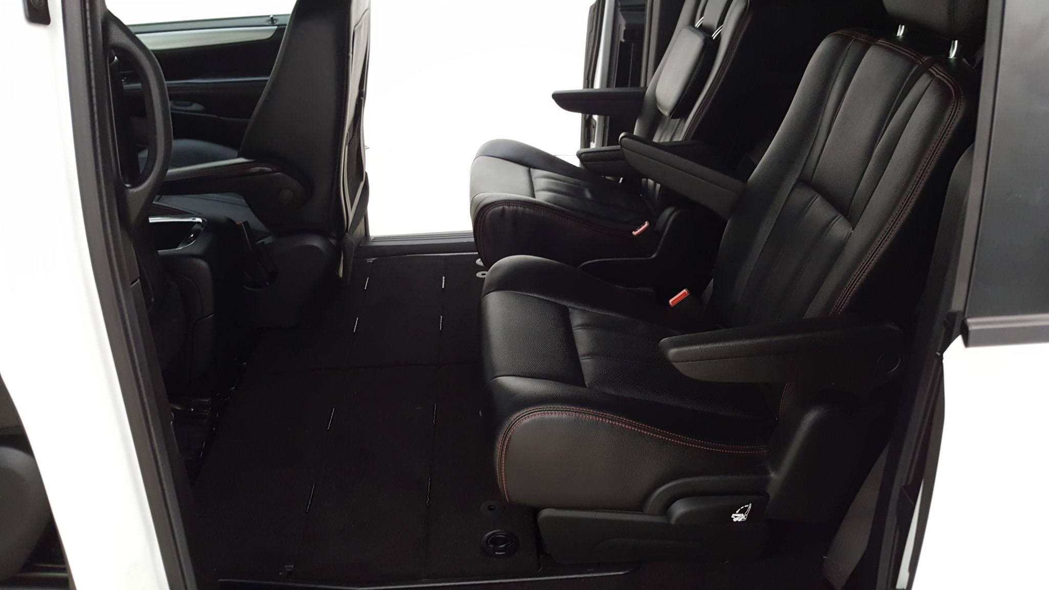 Pre-Owned 2017 Dodge Grand Caravan GT