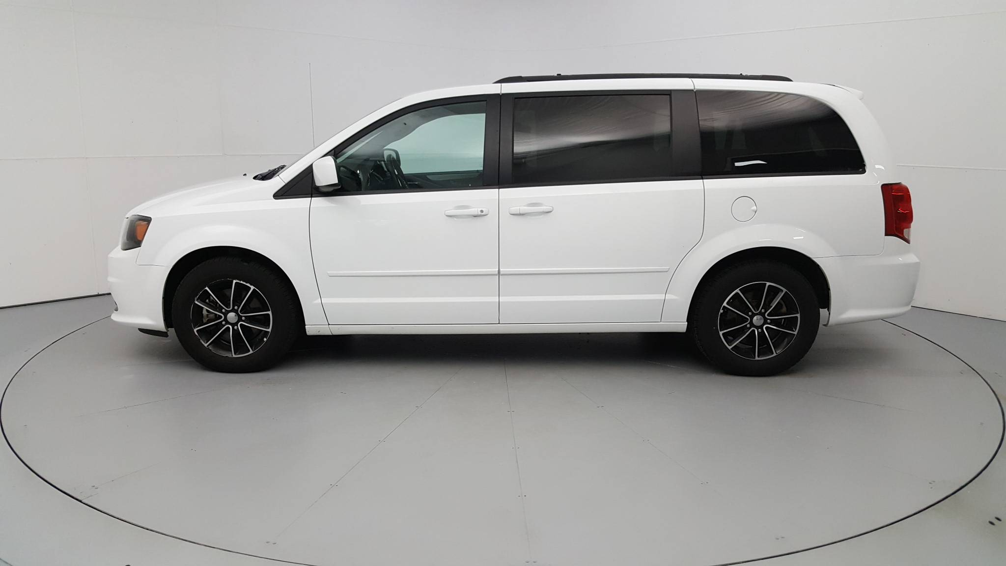 Pre-Owned 2017 Dodge Grand Caravan GT