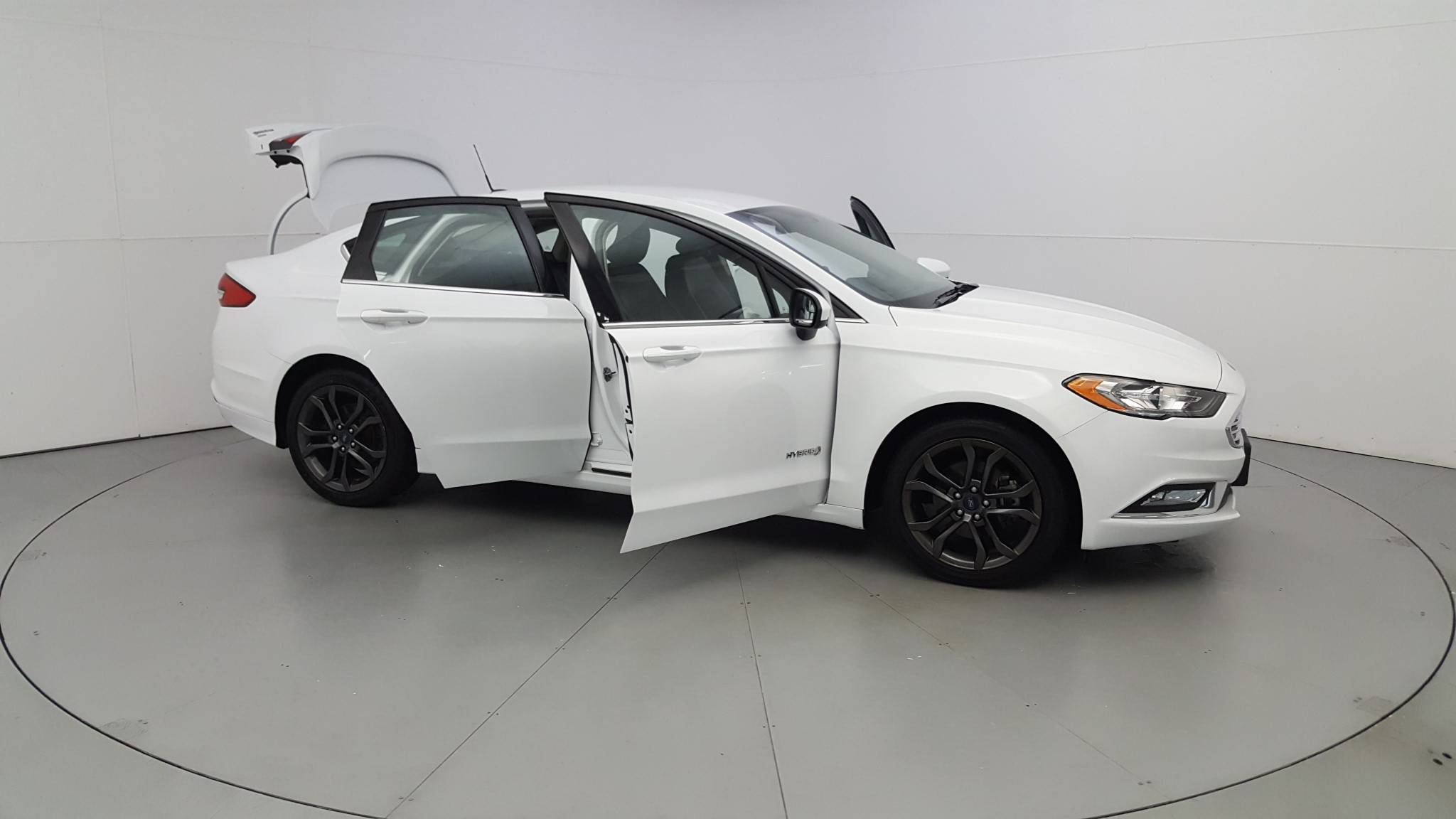 Pre-Owned 2018 Ford Fusion Hybrid SE