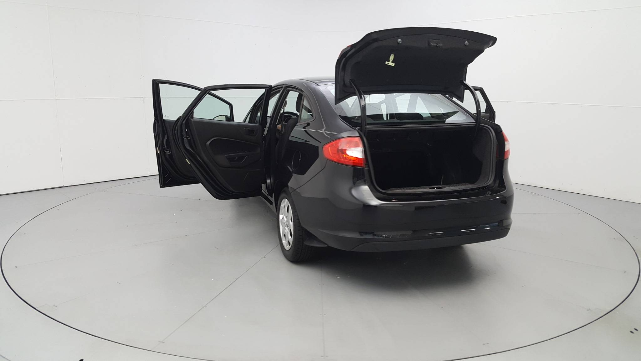 Pre-Owned 2013 Ford Fiesta SE