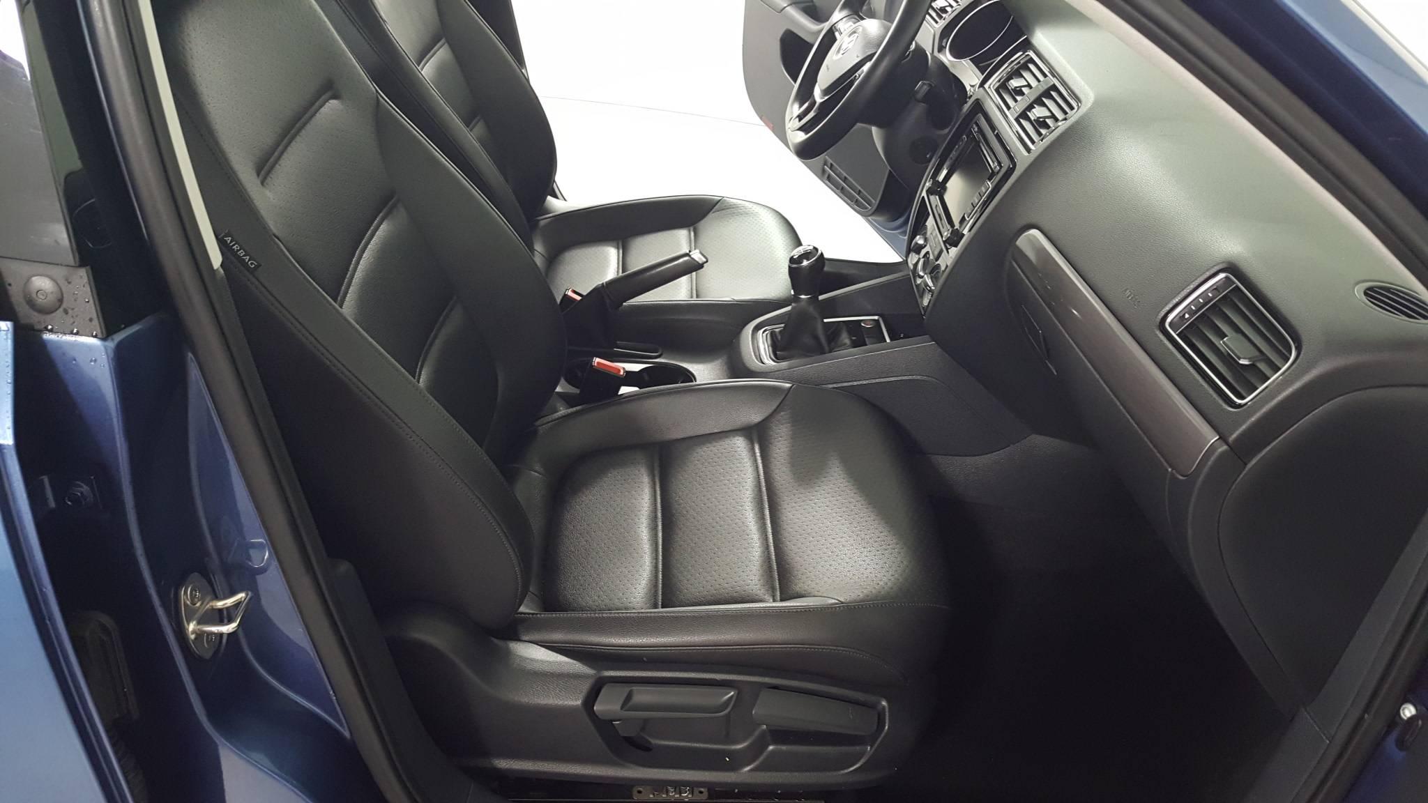Pre-Owned 2015 Volkswagen Jetta 2.0L TDI SE w/Connectivity