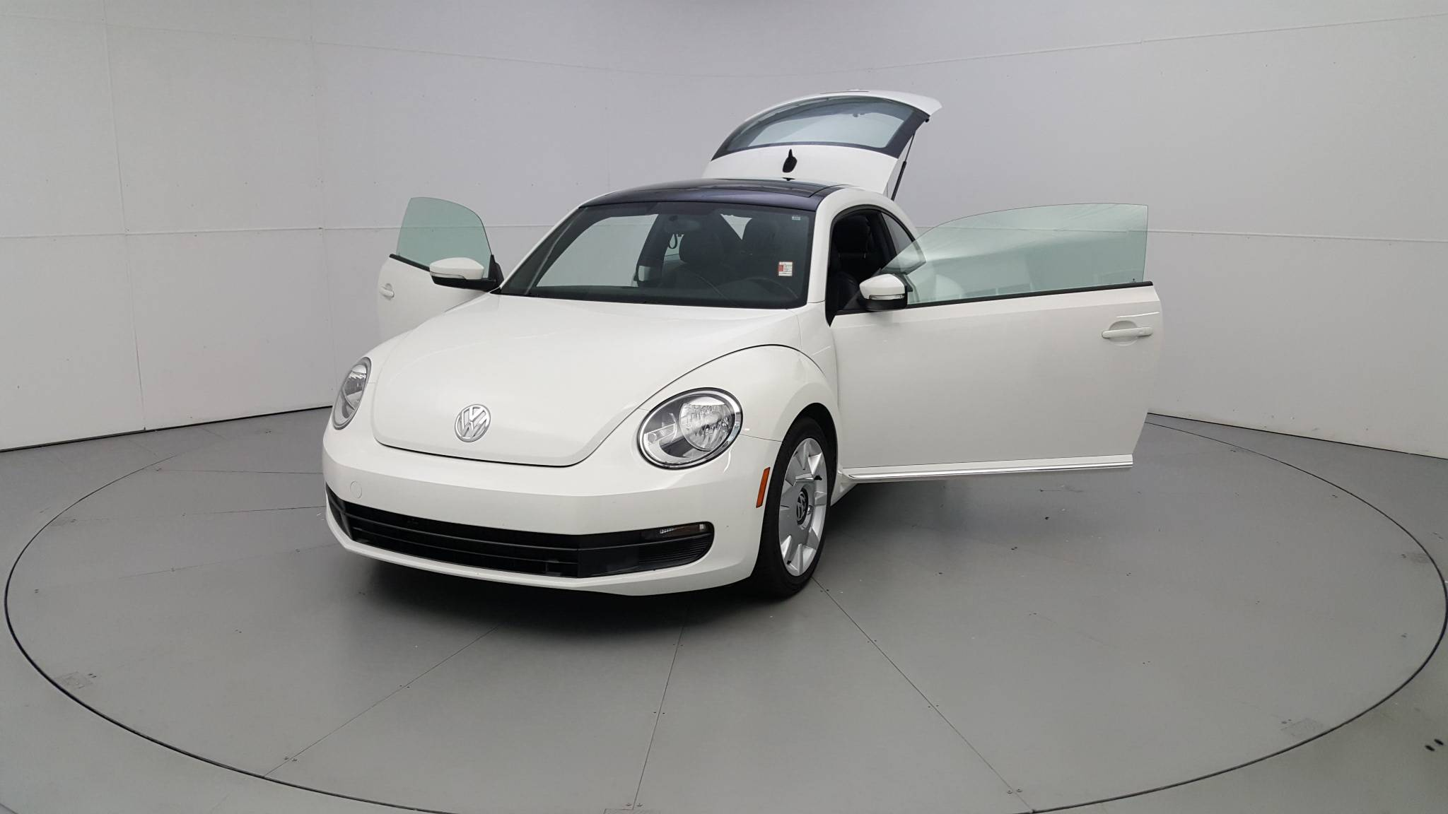 Pre-Owned 2013 Volkswagen Beetle Coupe 2.5L w/Sun/Sound/Nav