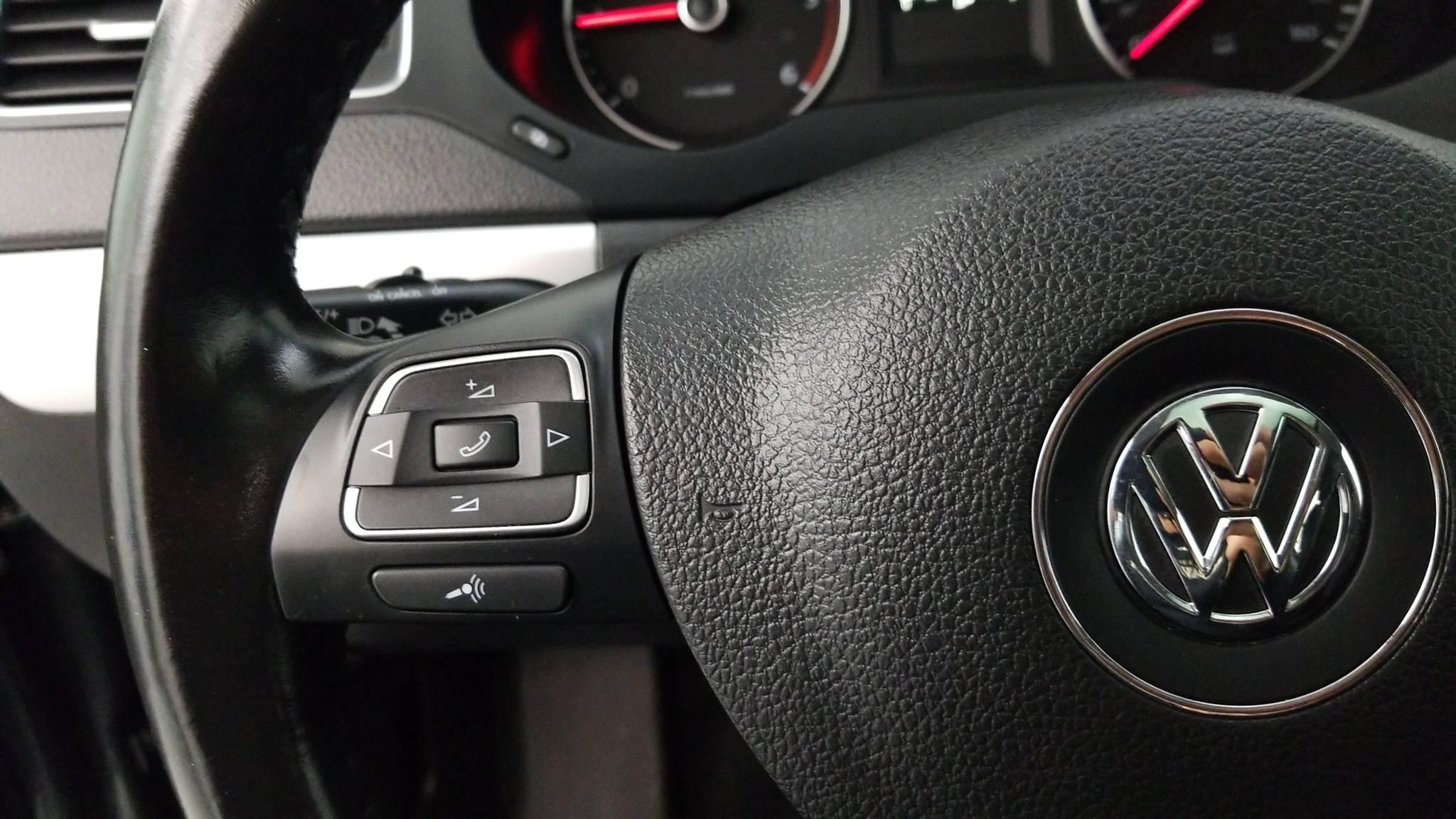Pre-Owned 2012 Volkswagen Jetta TDI w/Premium & Nav