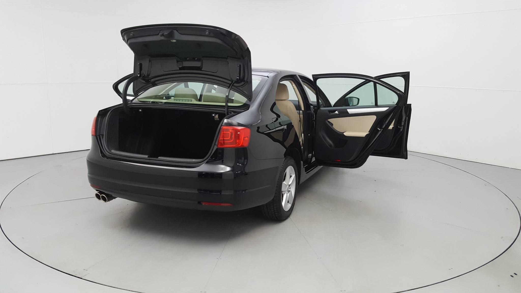 Pre-Owned 2011 Volkswagen Jetta TDI