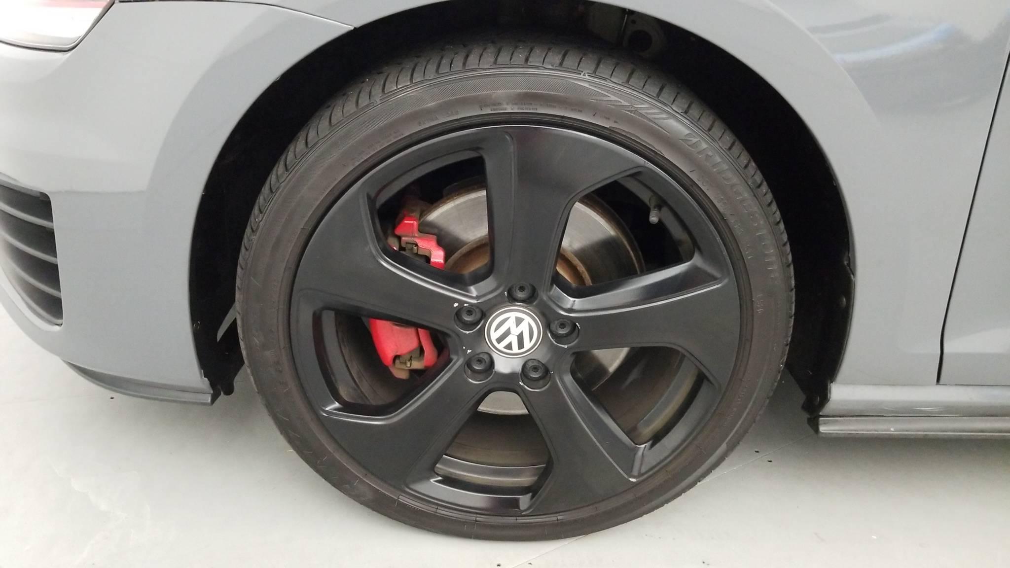 Certified Pre-Owned 2015 Volkswagen Golf GTI SE