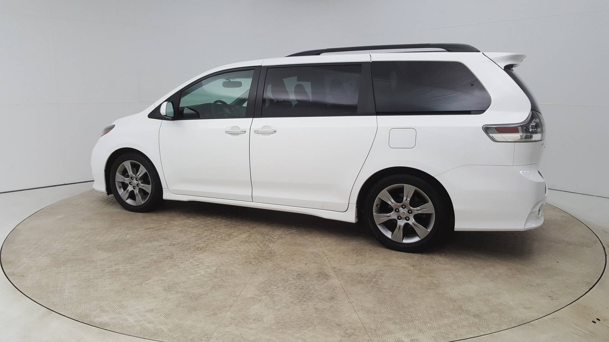 Pre-Owned 2015 Toyota Sienna SE Premium