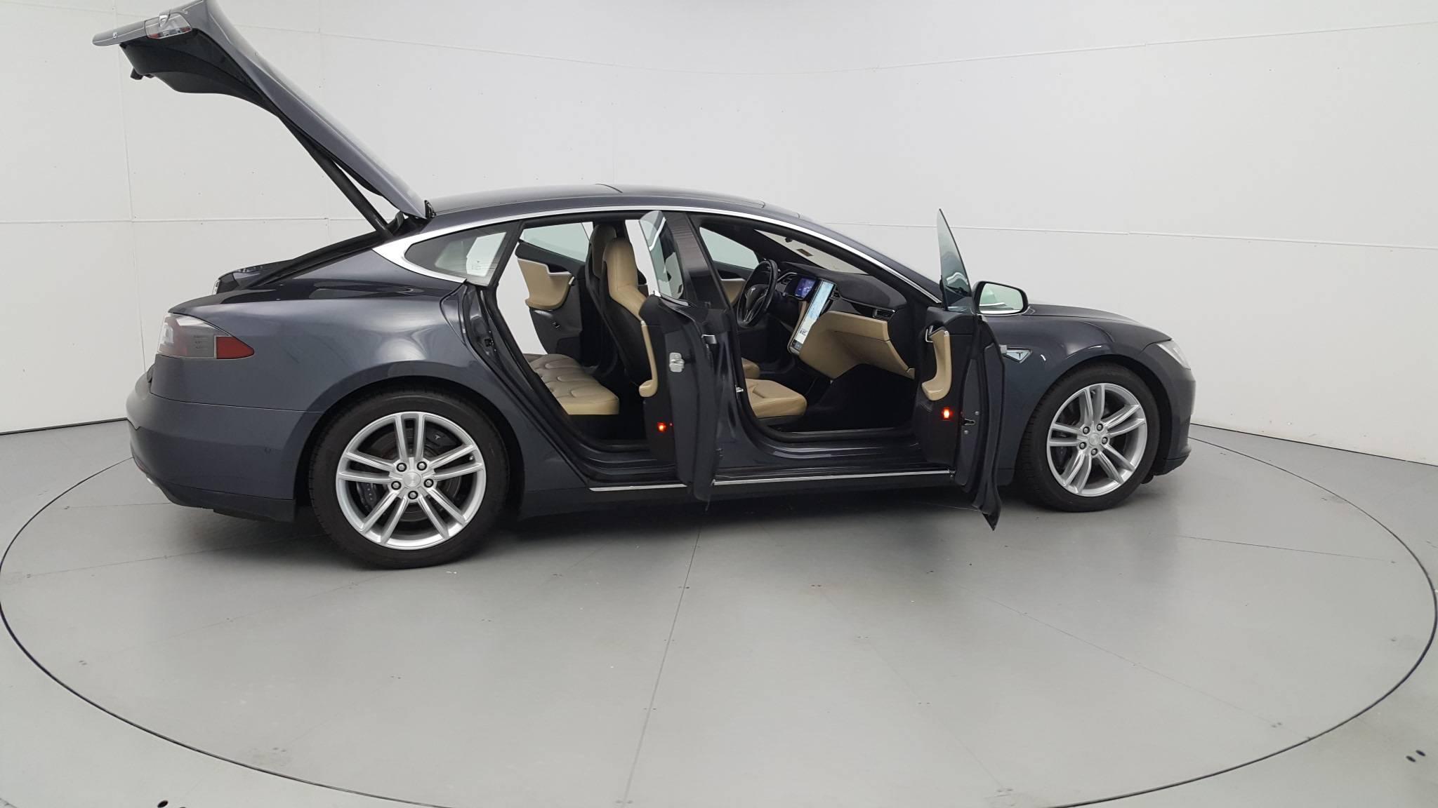 Pre-Owned 2015 Tesla Model S 85D