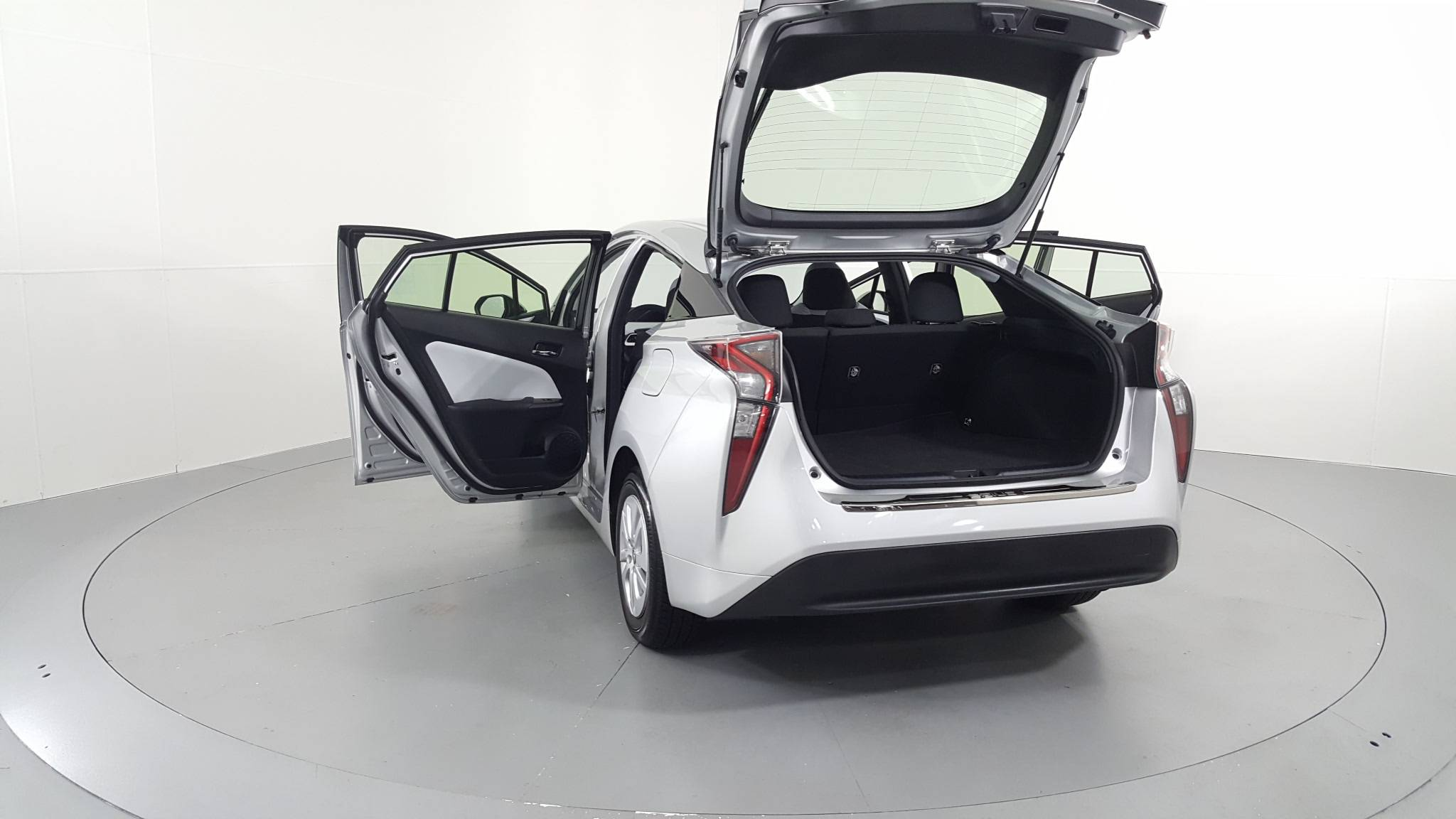 Pre-Owned 2016 Toyota Prius Two