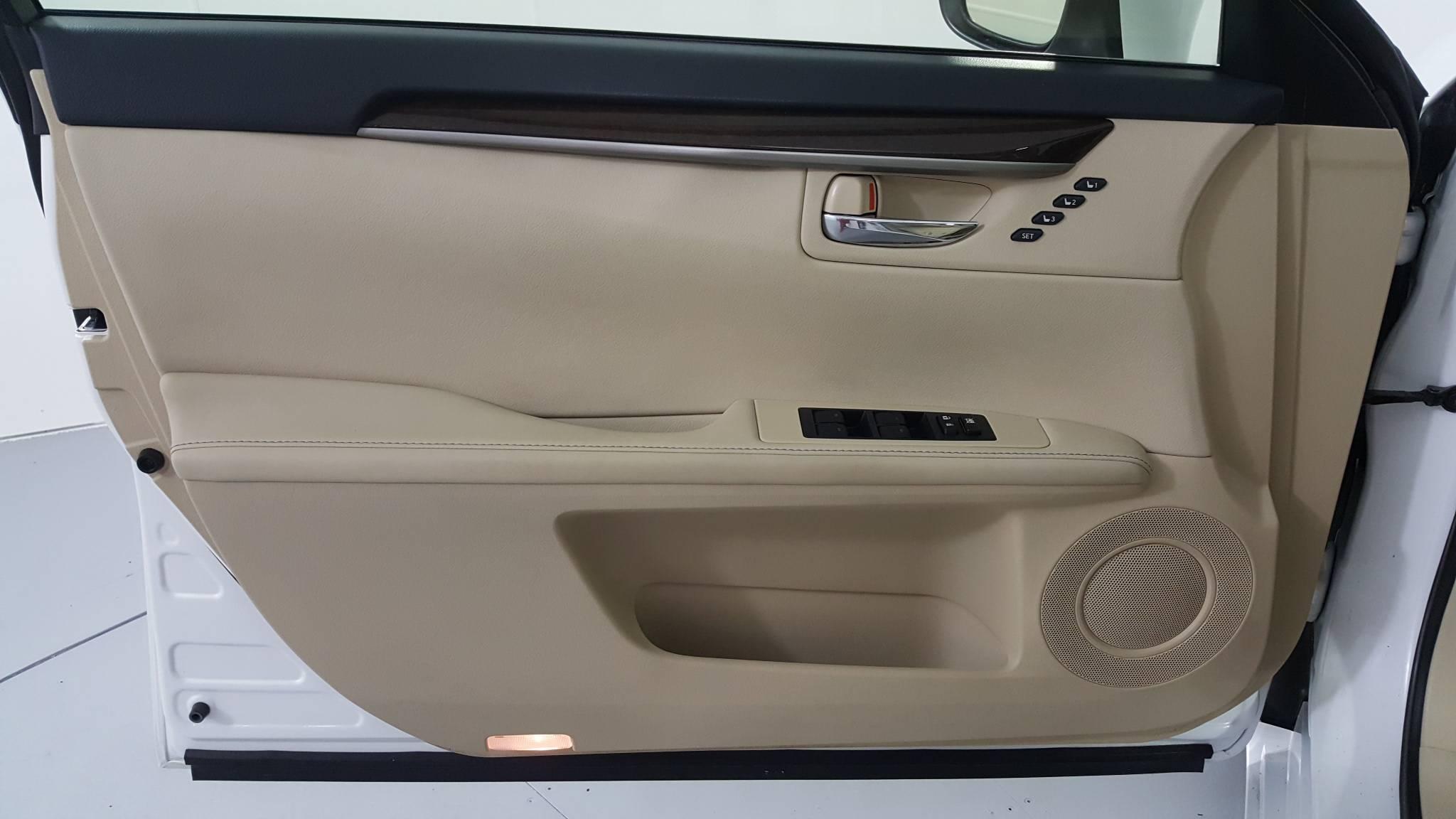 Pre-Owned 2015 Lexus ES 350
