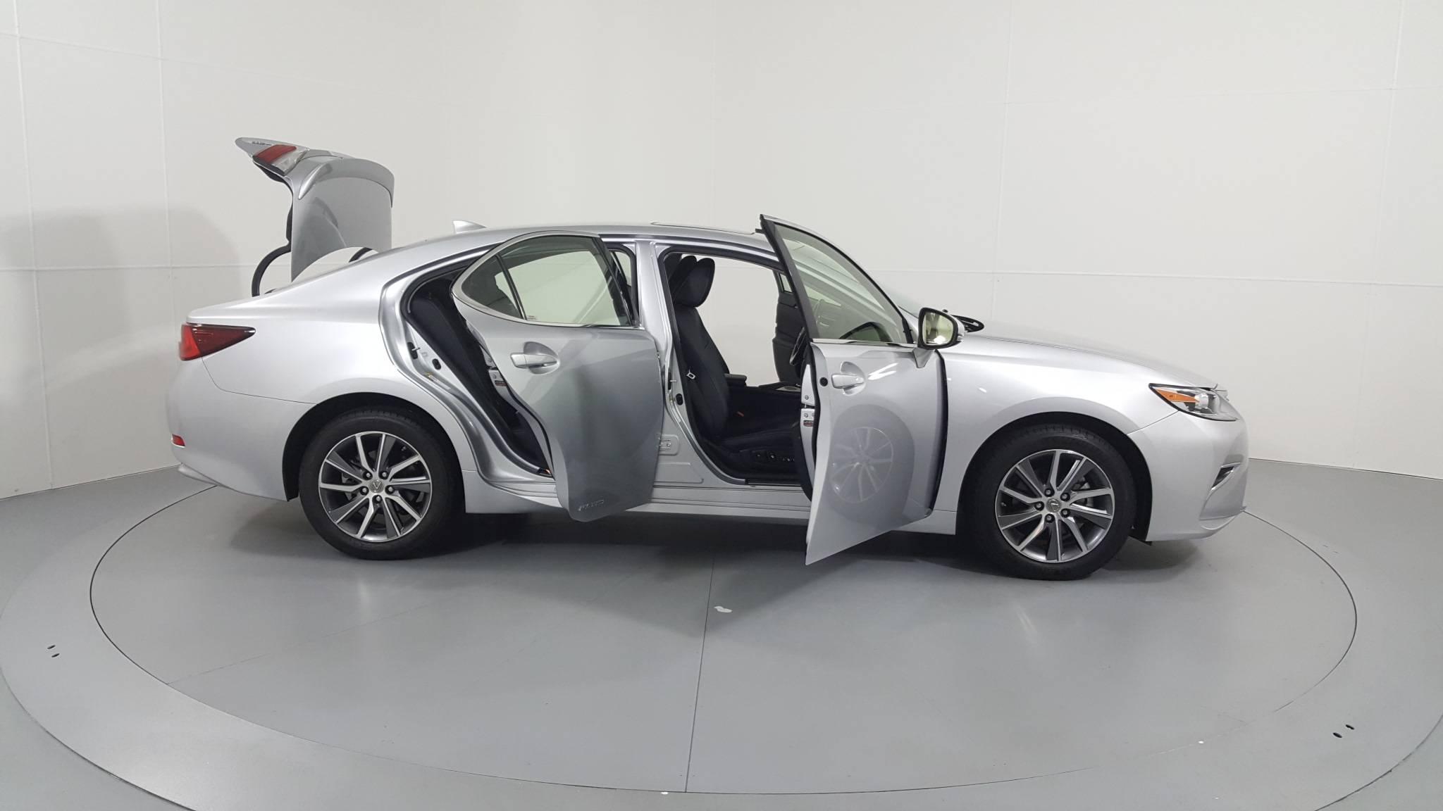 Pre-Owned 2016 Lexus ES 300h Hybrid