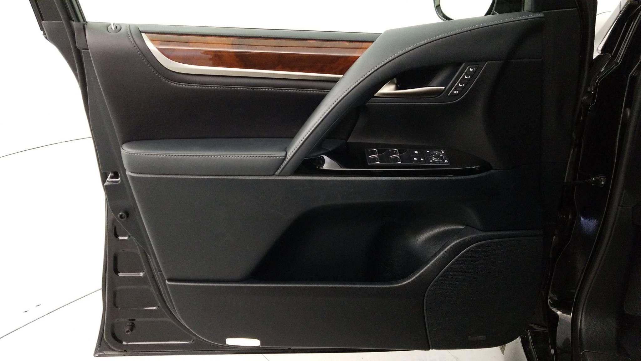 Pre-Owned 2016 Lexus LX 570