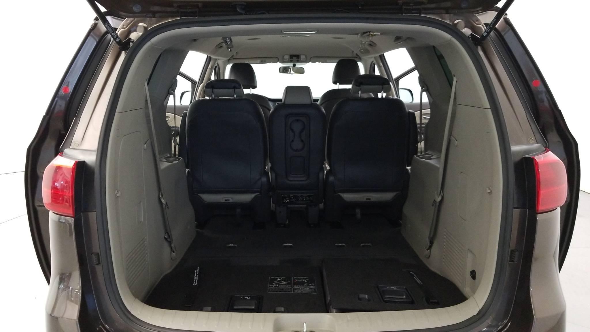 Pre-Owned 2017 Kia Sedona LX