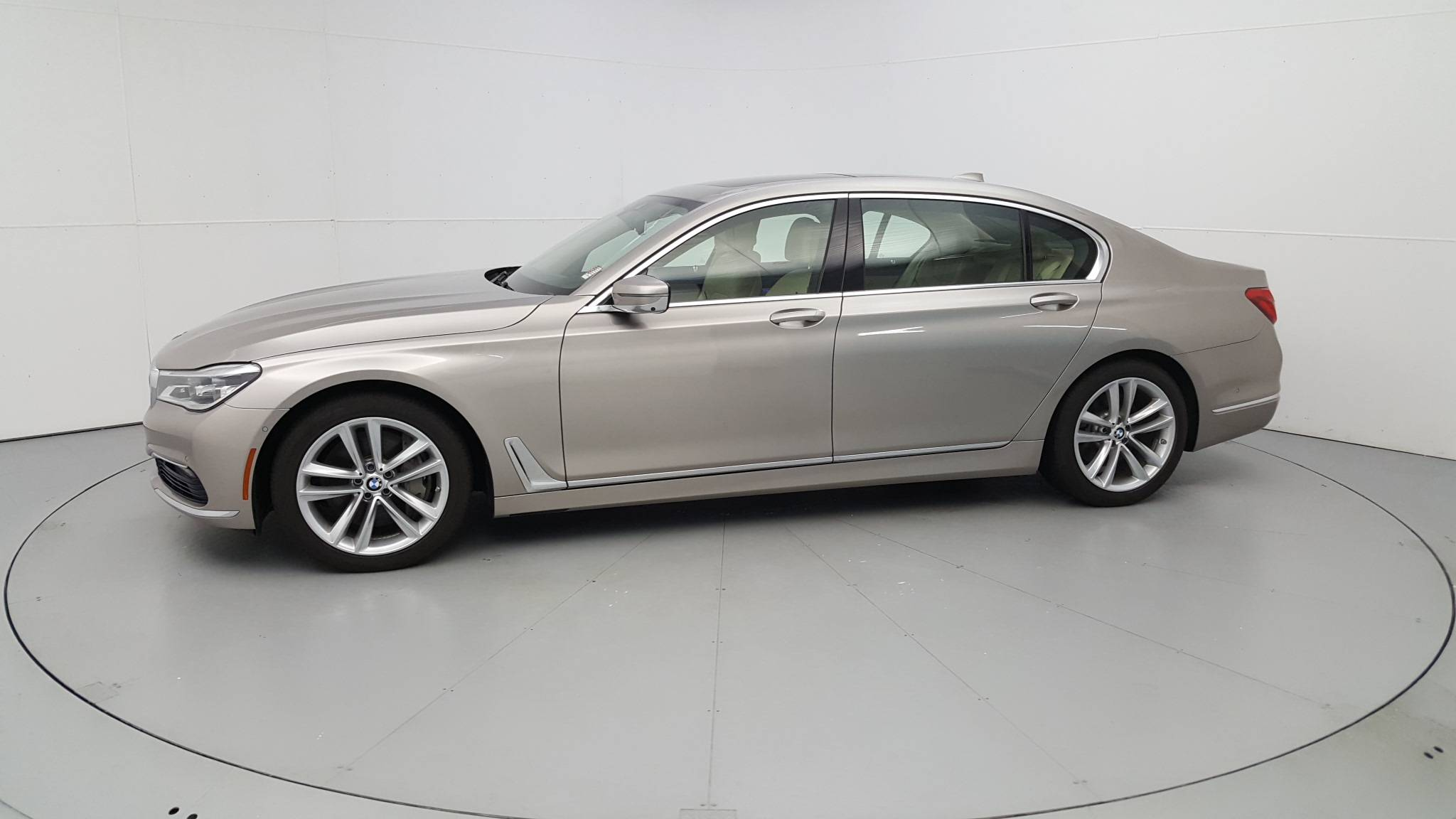 Pre-Owned 2016 BMW 750i xDrive 750i xDrive