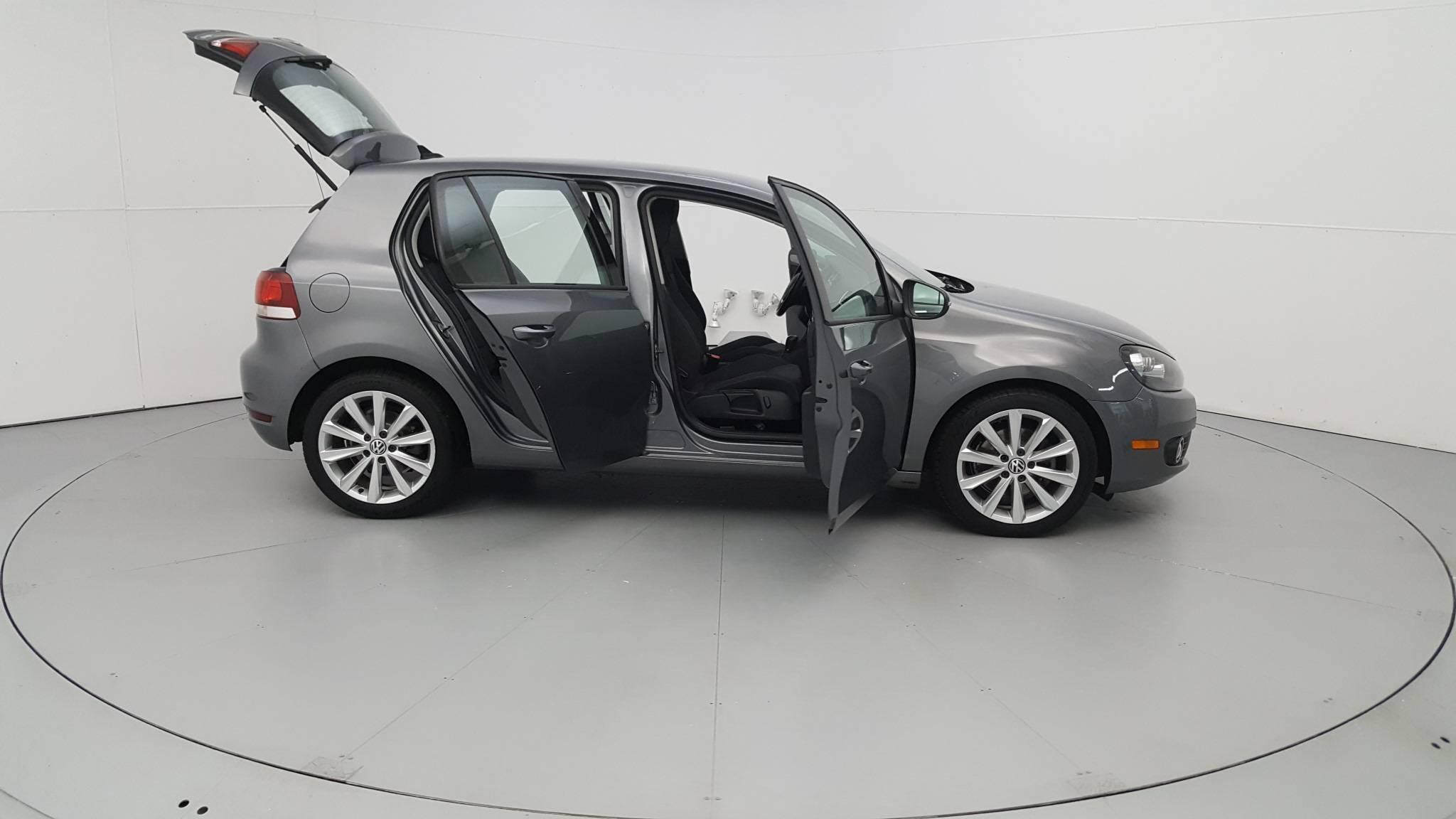 Pre-Owned 2012 Volkswagen Golf TDI