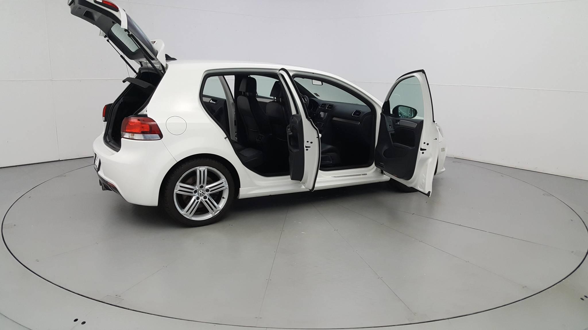 Pre-Owned 2012 Volkswagen Golf R w/Sunroof & Navi