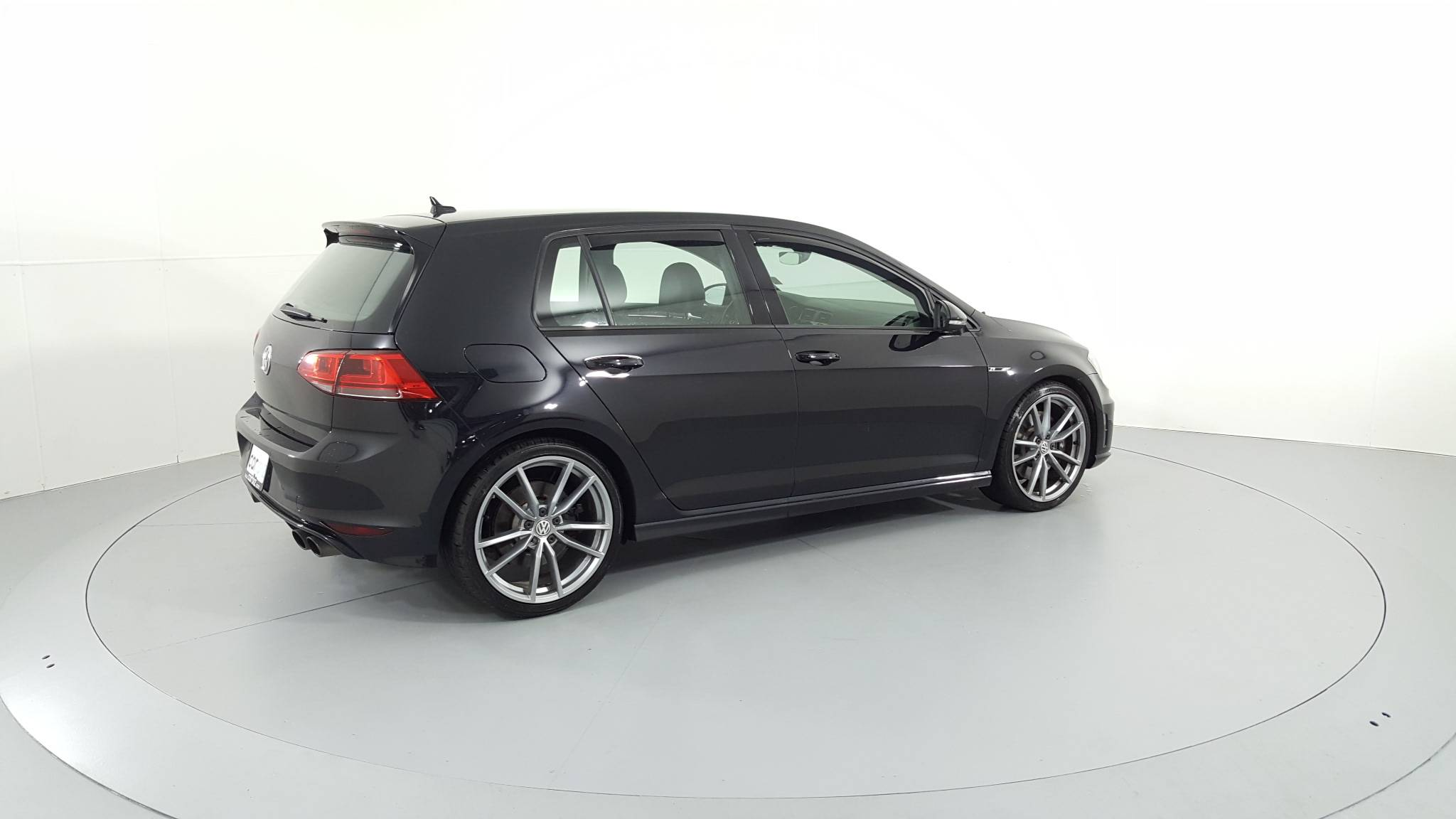 Pre-Owned 2017 Volkswagen Golf R