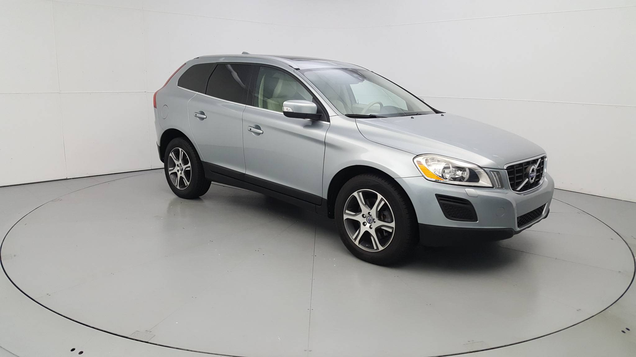 Pre-Owned 2013 Volvo XC60 T6
