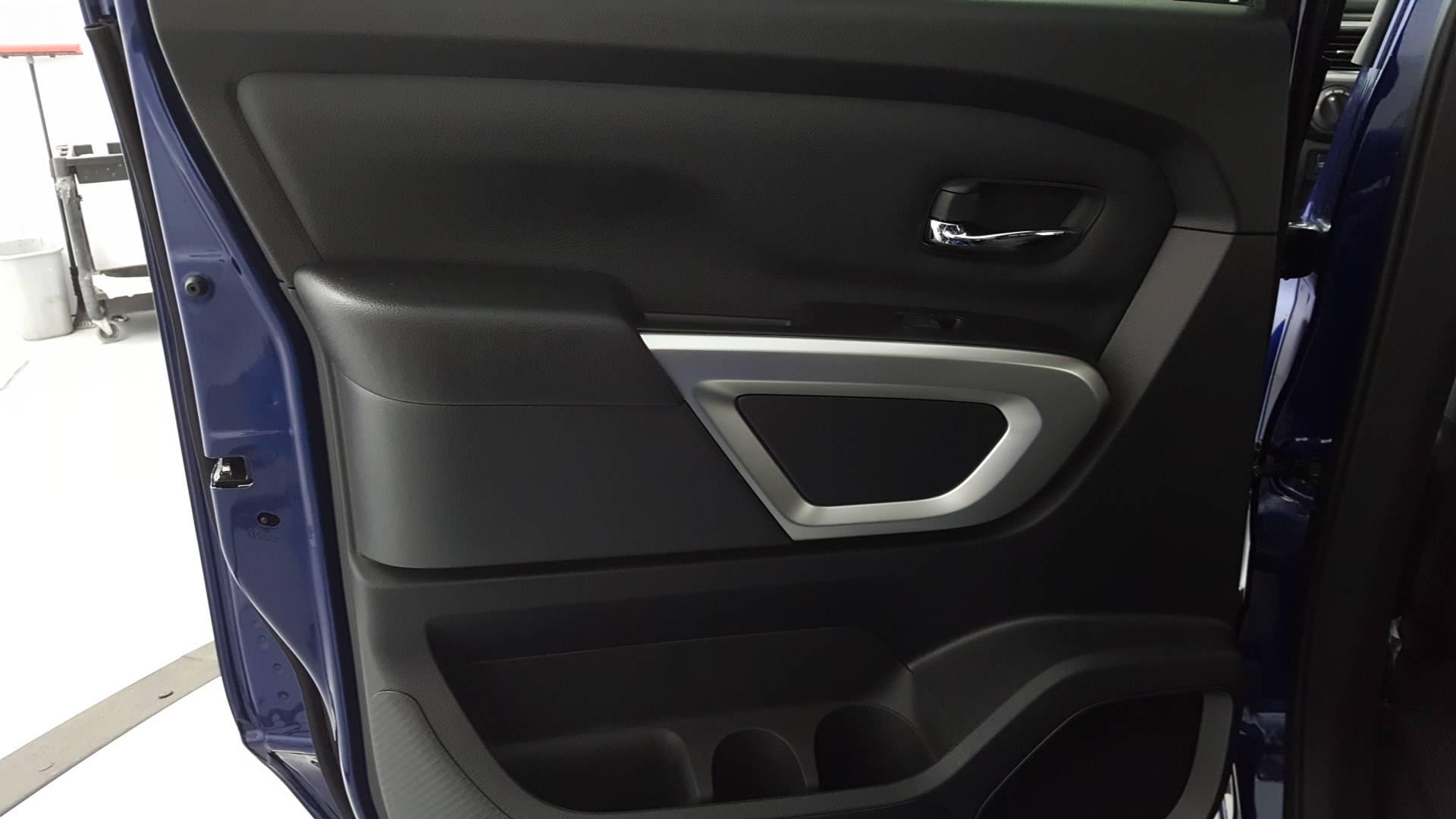 2021 Nissan Titan Short Bed