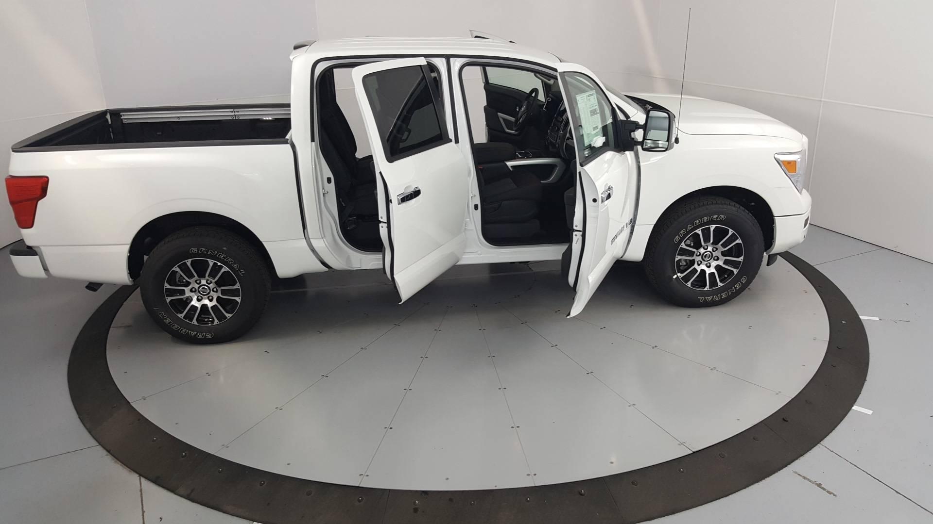 2020 Nissan Titan Short Bed