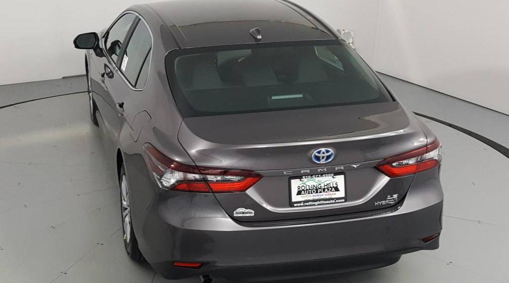 2021 Toyota Camry Hybrid 4D Sedan