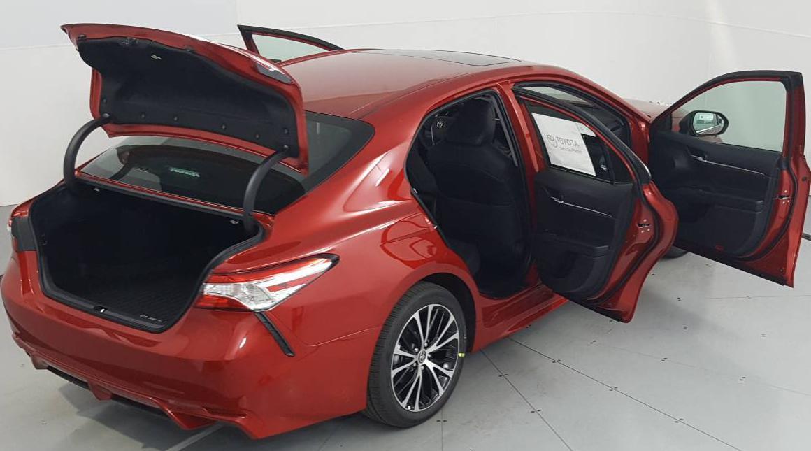 2020 Toyota Camry Hybrid 4D Sedan