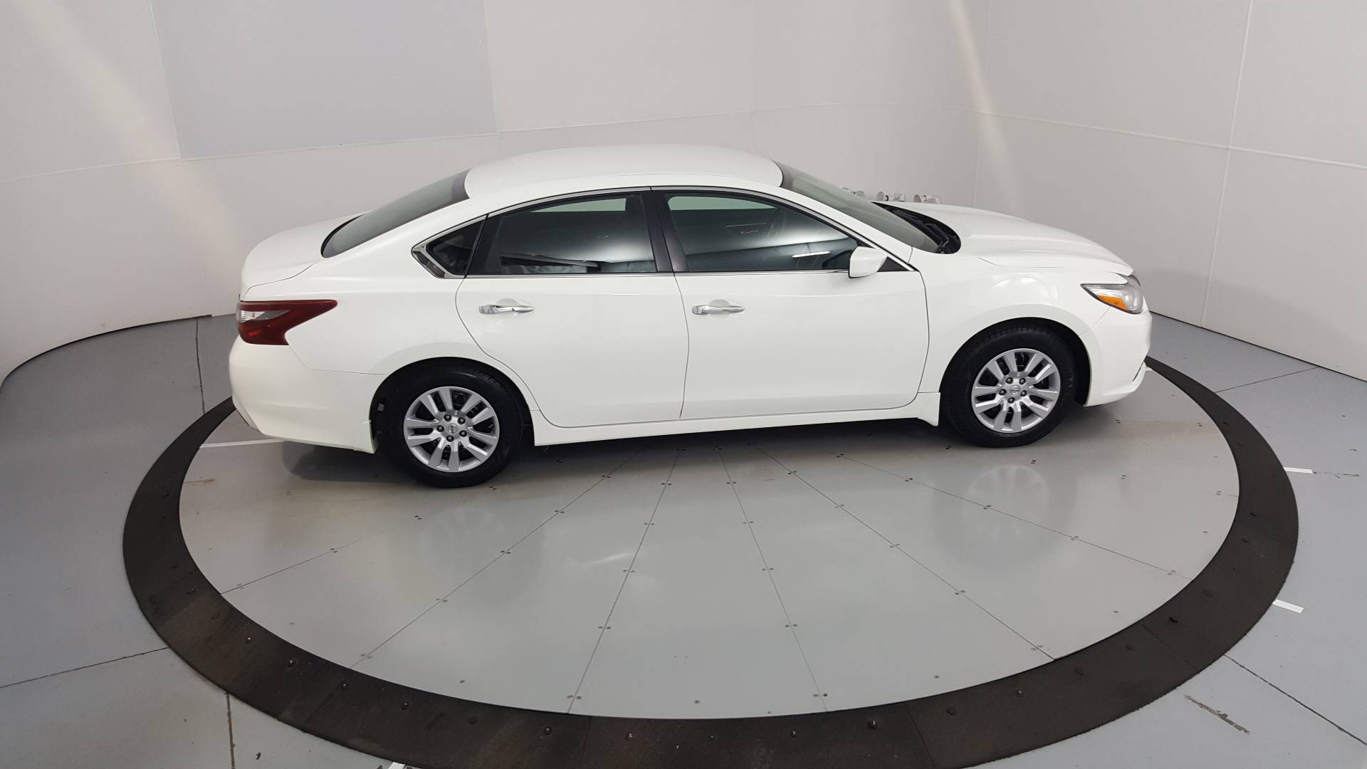 2018 Nissan Altima 4dr Car