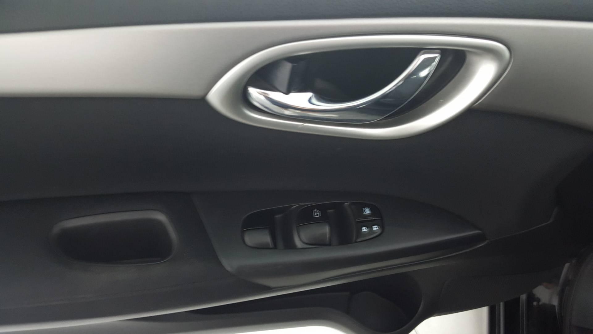 2013 Nissan Sentra 4dr Car