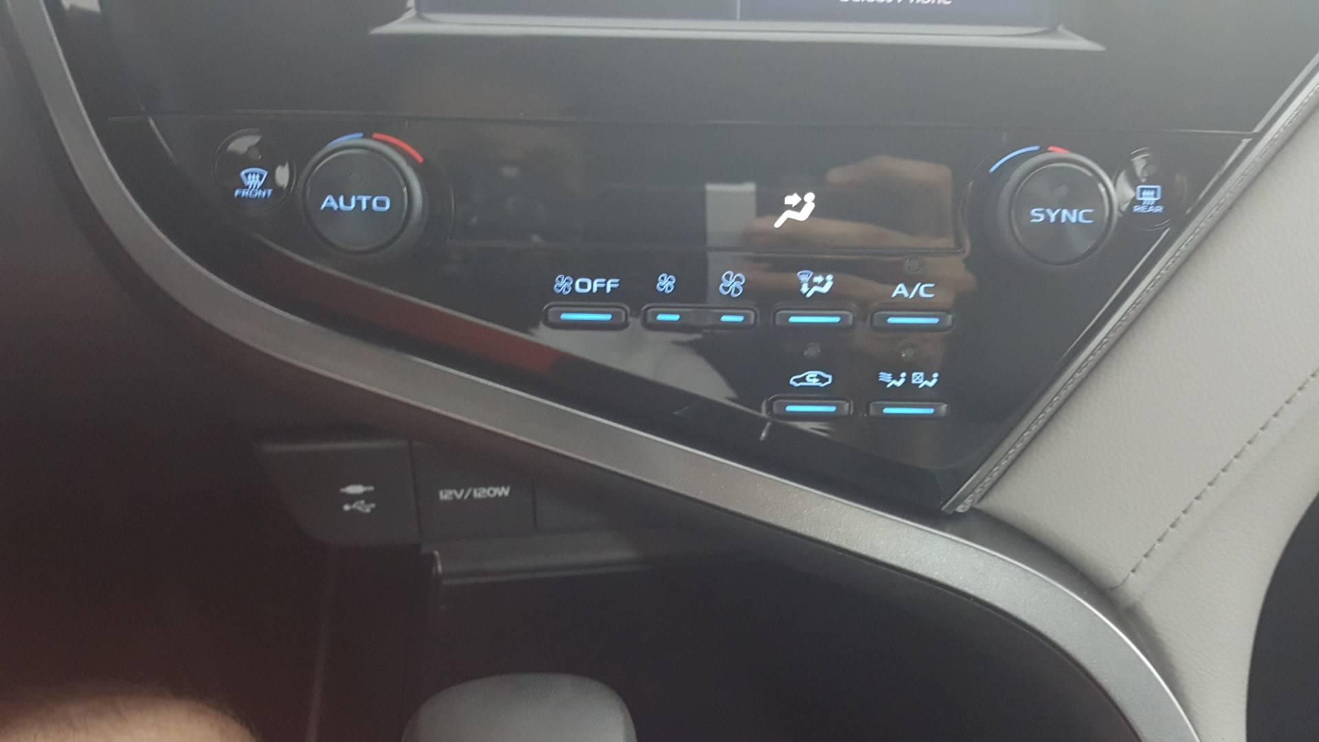2019 Toyota Camry Hybrid 4dr Car